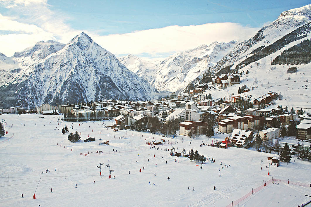 ski_resort_in_mountains