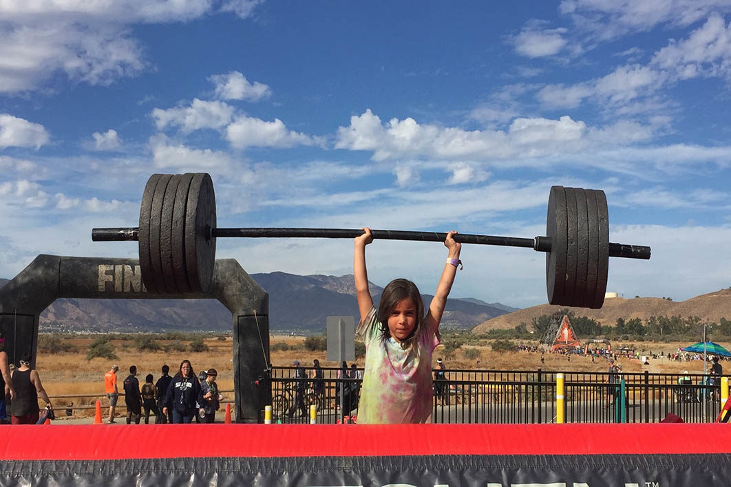 girl_lifting_crazy_weights