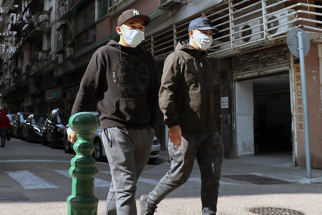 two_people_with_masks