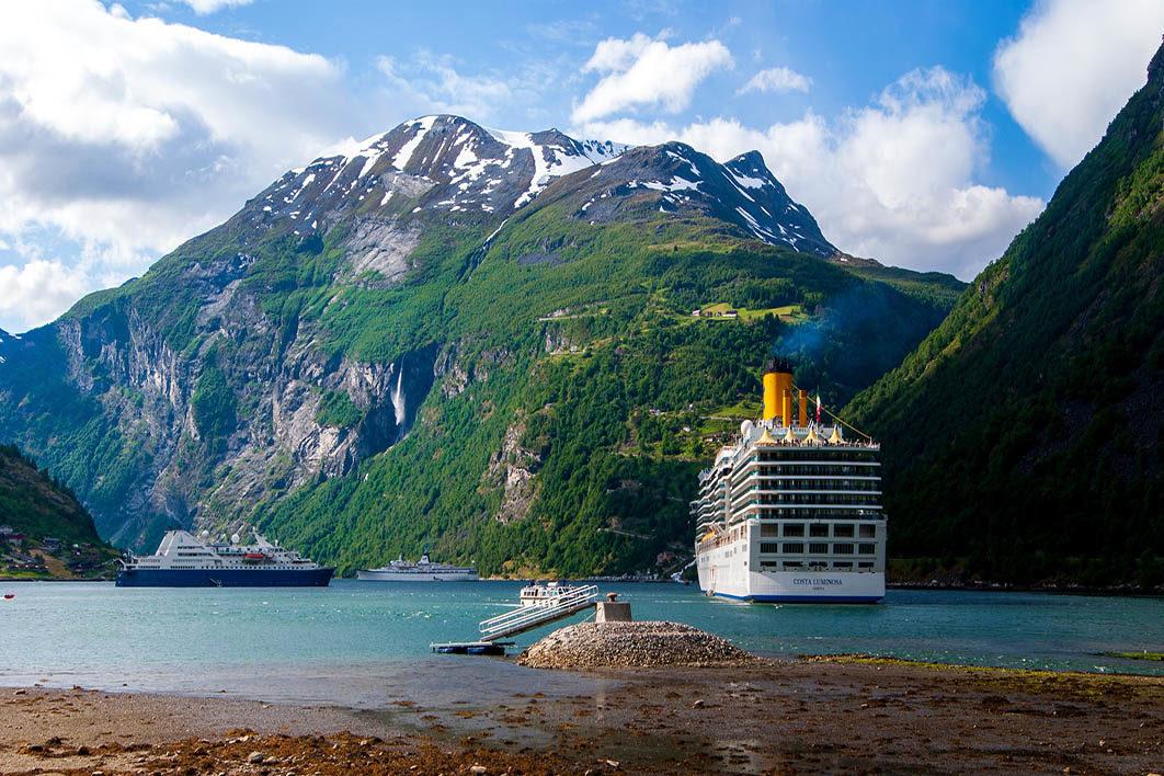 cruise_ship_at_sea