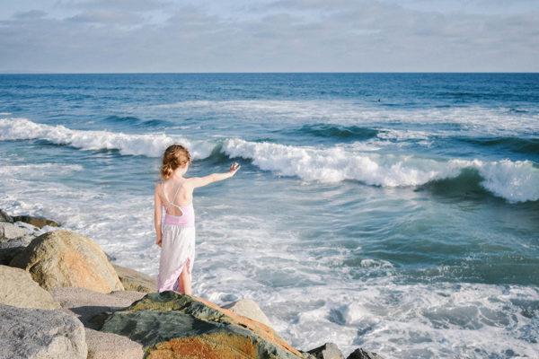 kid_by_beach
